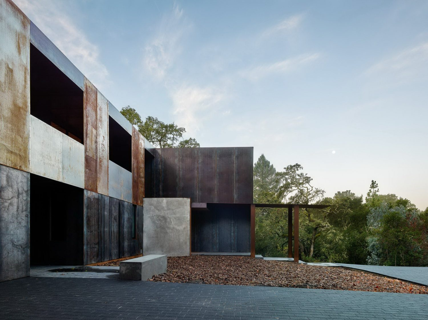 Miner Road House by Faulkner Architects