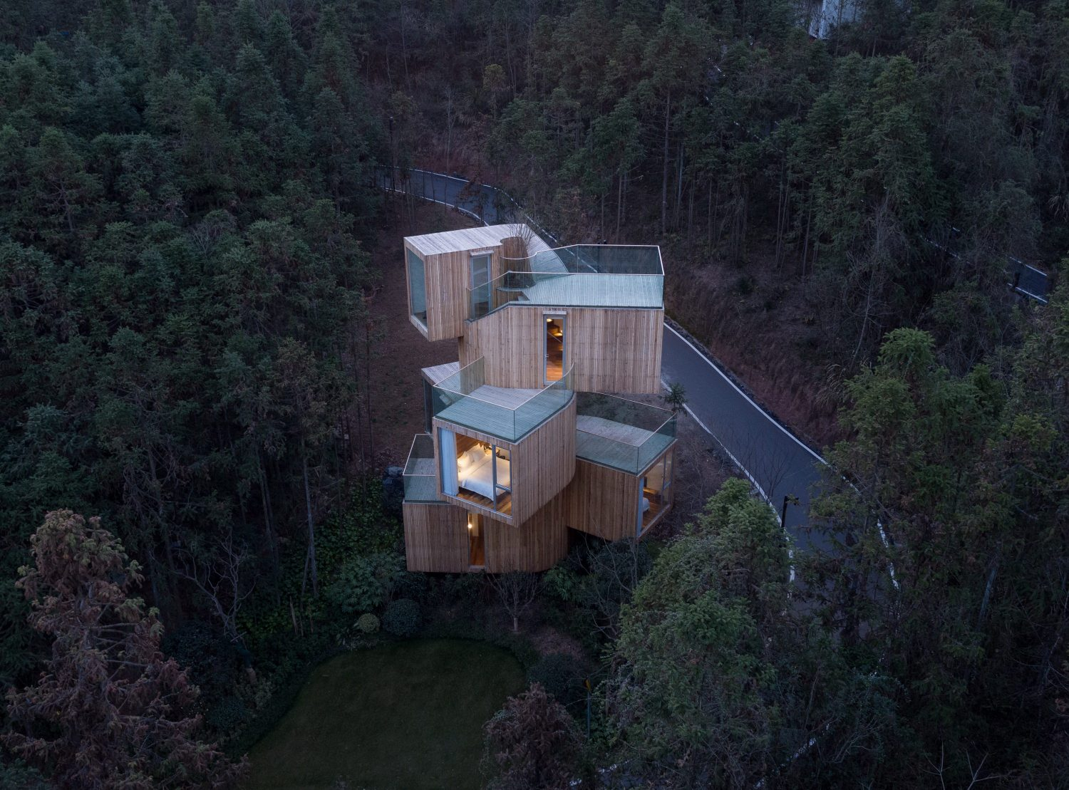 The Qiyun Mountain Tree House by Bengo Studio