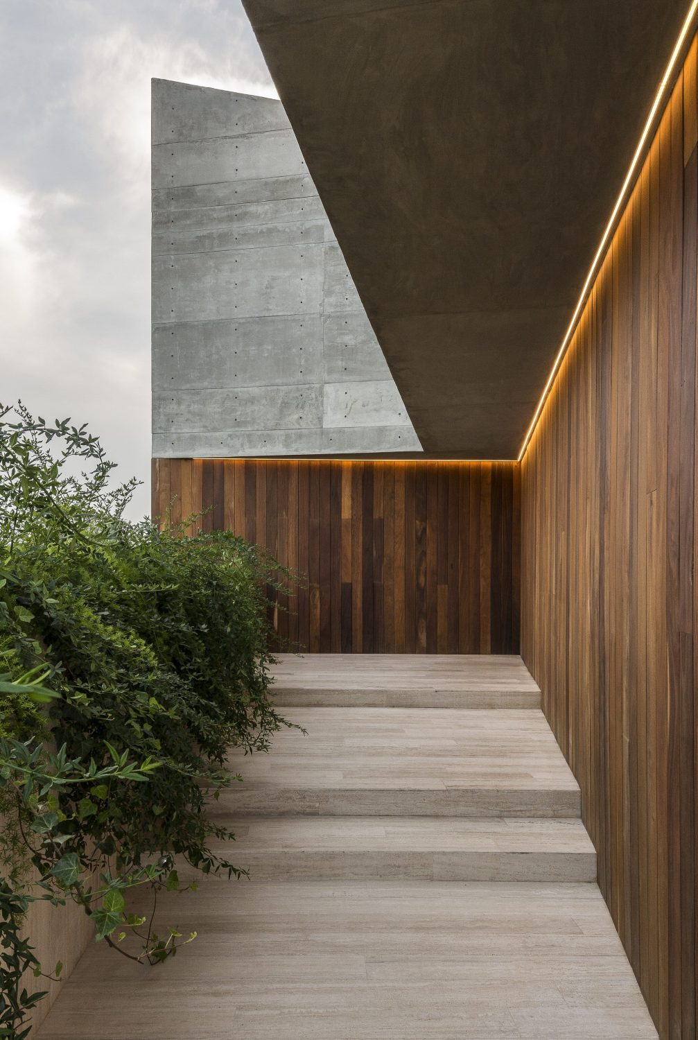 DeLunna House by REIMS 502
