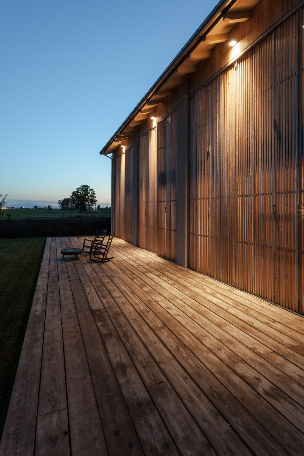 House EFFE-E | Recovered Old Country Barn by Archiplanstudio