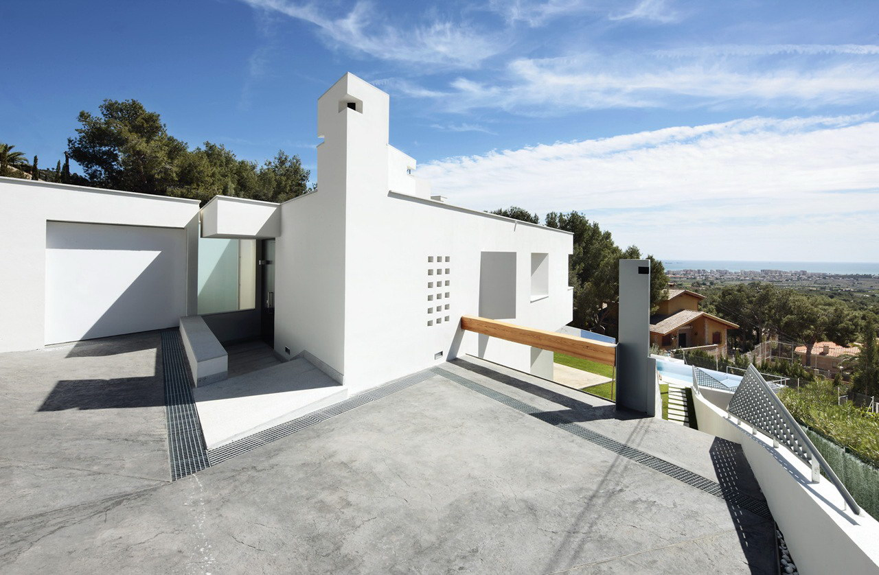 Ripolles-Manrique House by Teo Hidalgo Nácher