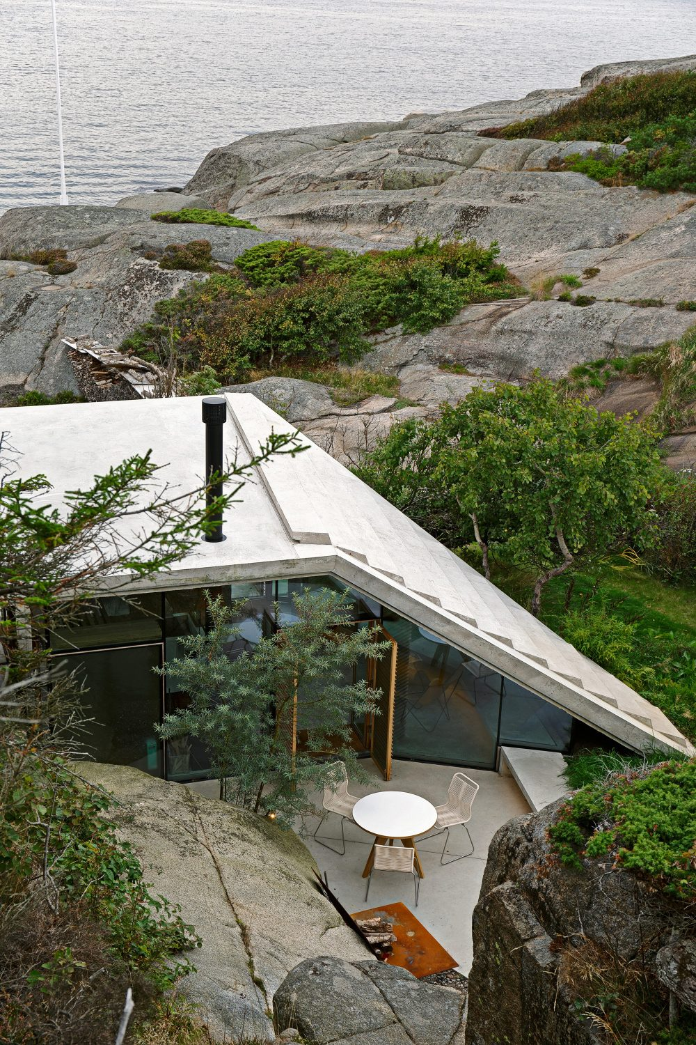 Seaside Cabin Knapphullet by Lund Hagem