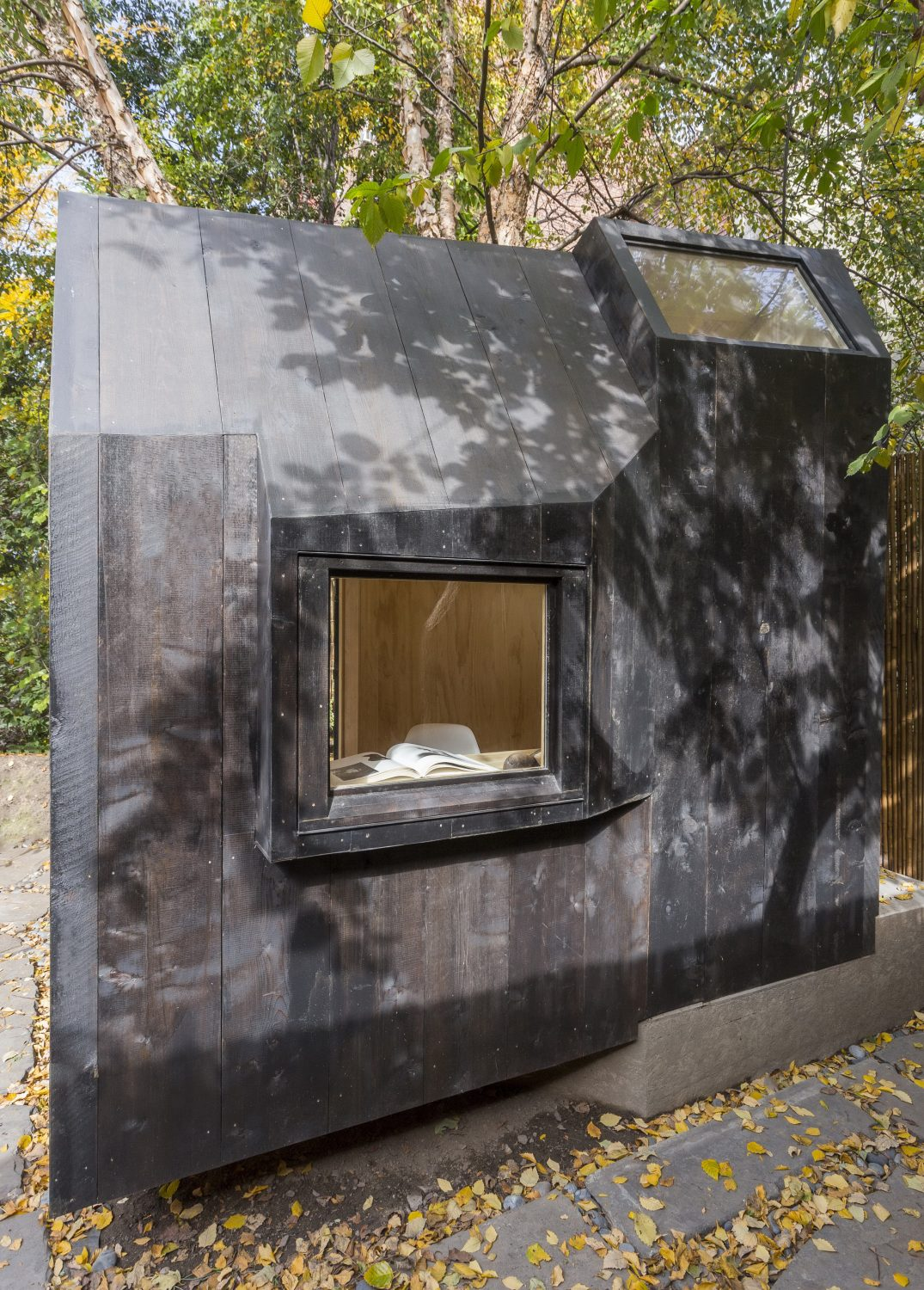 Tiny Writing Pavilion by Architensions