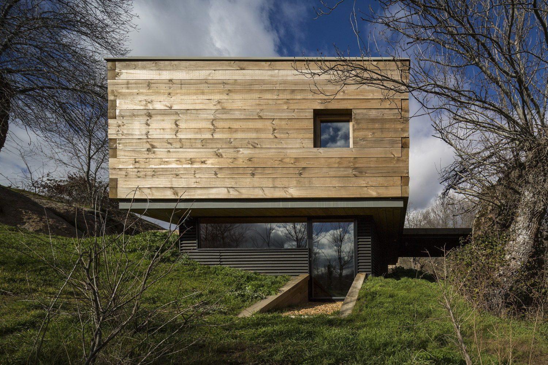 B House by ch+qs arquitectos