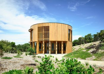 St. Andrews Beach House by Austin Maynard Architects