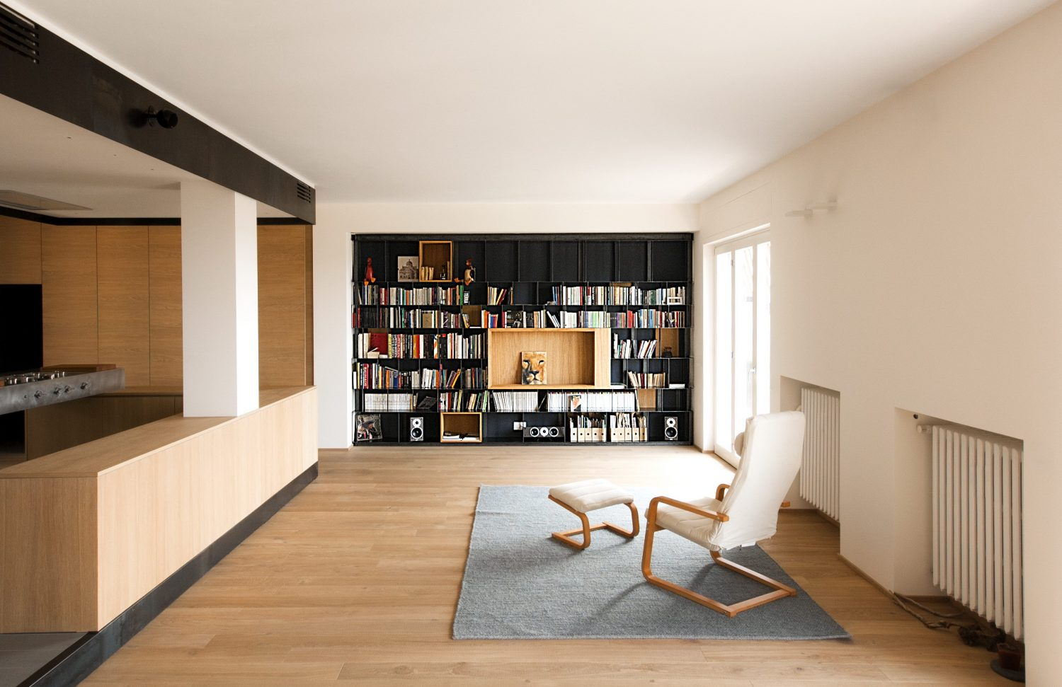 Wood and Iron Apartment by Luca Compri (LCArchitetti)