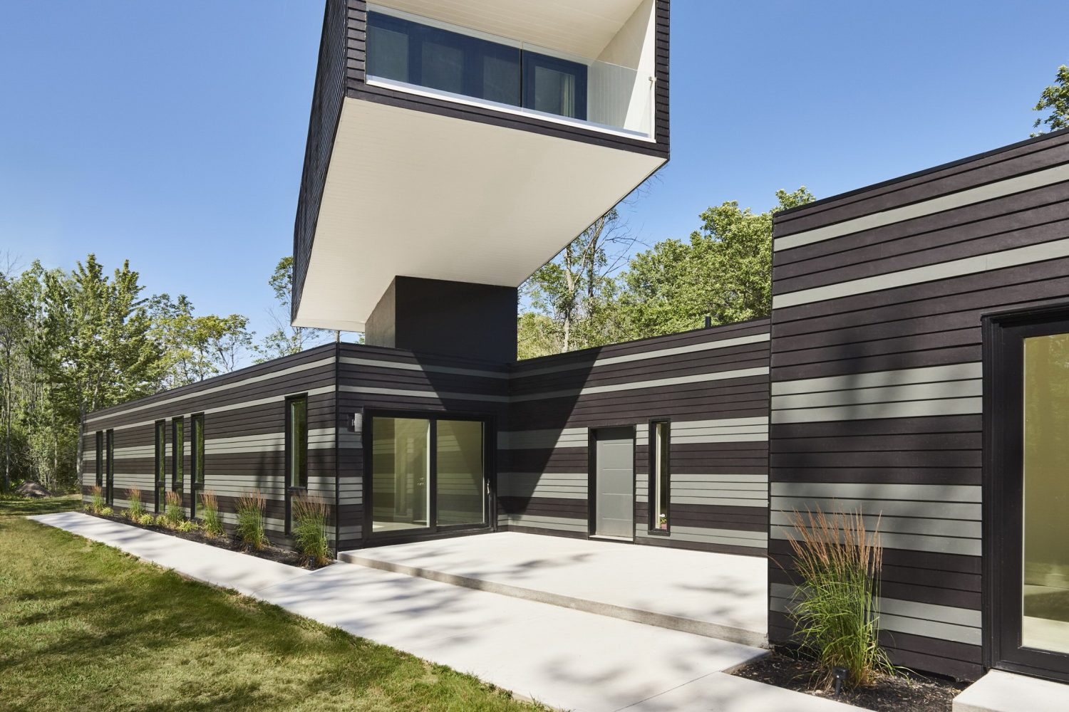 A Bower House by Kariouk Associates