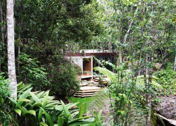Natural Pool Support Pavilion by Gaudenzi Arquitetura