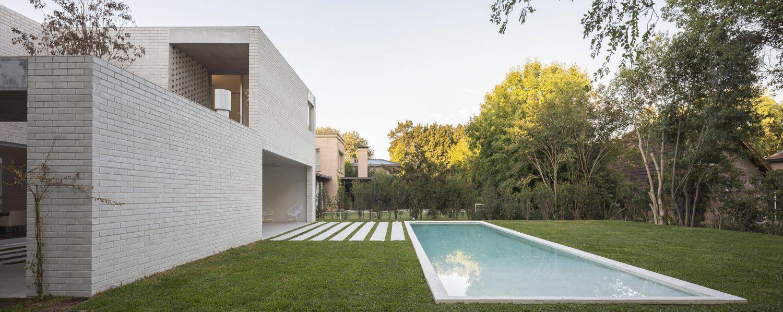 Newman House by Nicolás Pinto da Mota