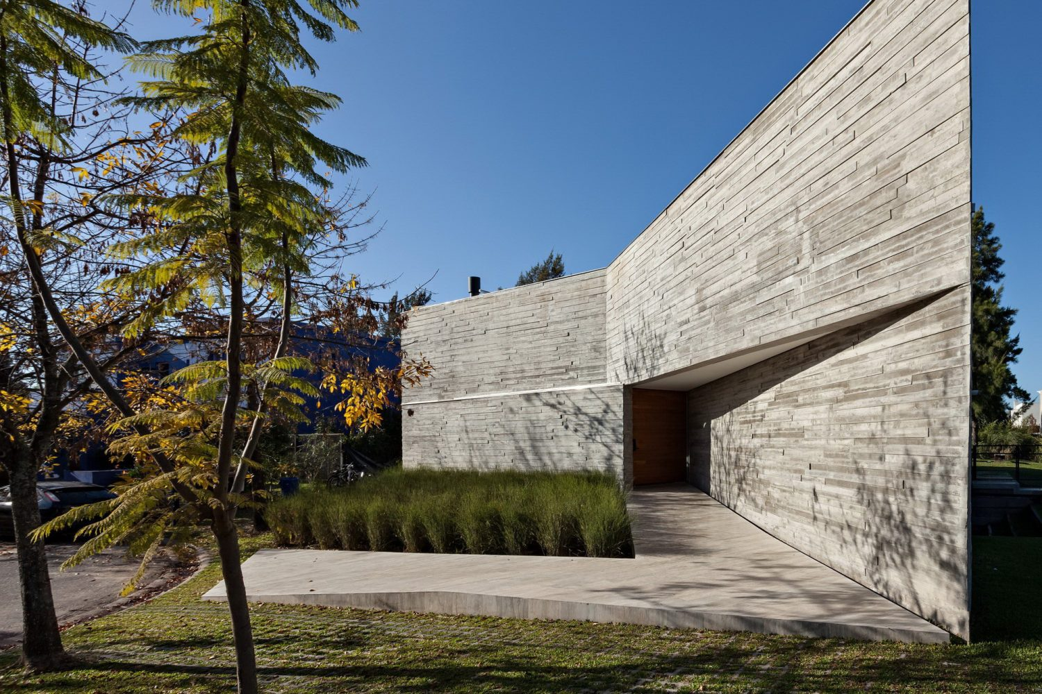 L House by Alric Galindez Arquitectos