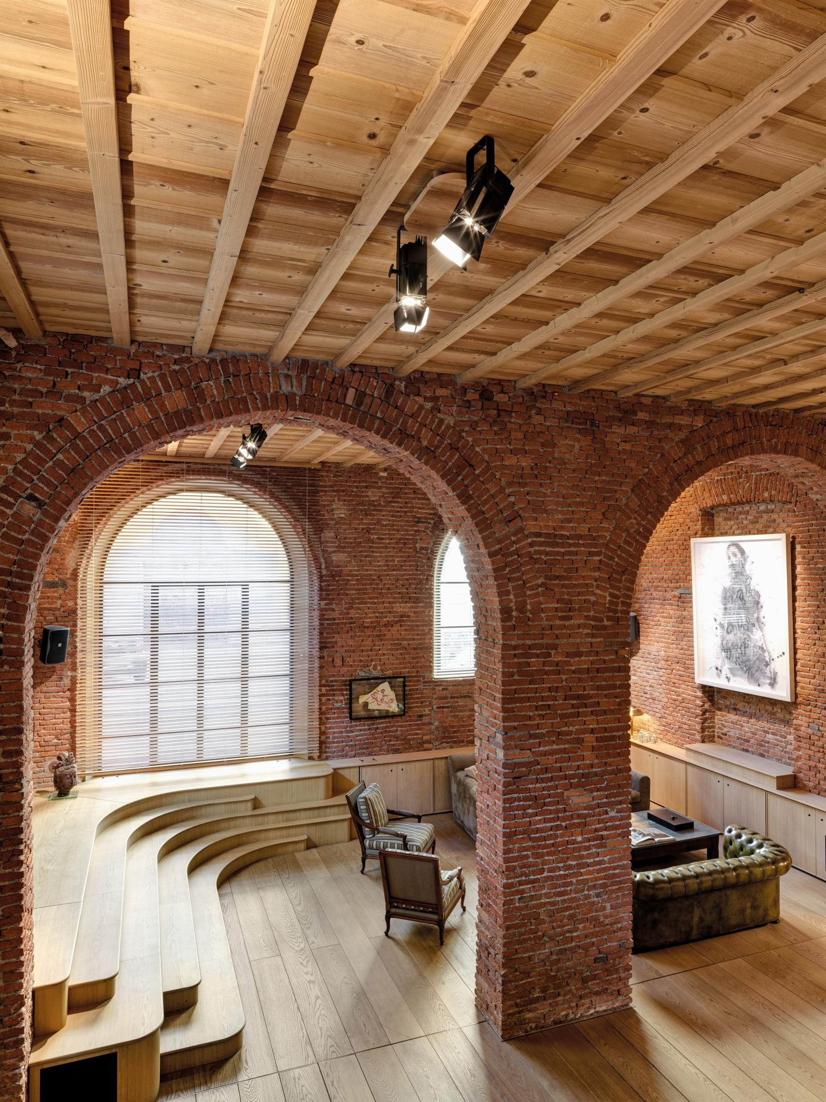 19th-Century Garage turned into Chic Loft