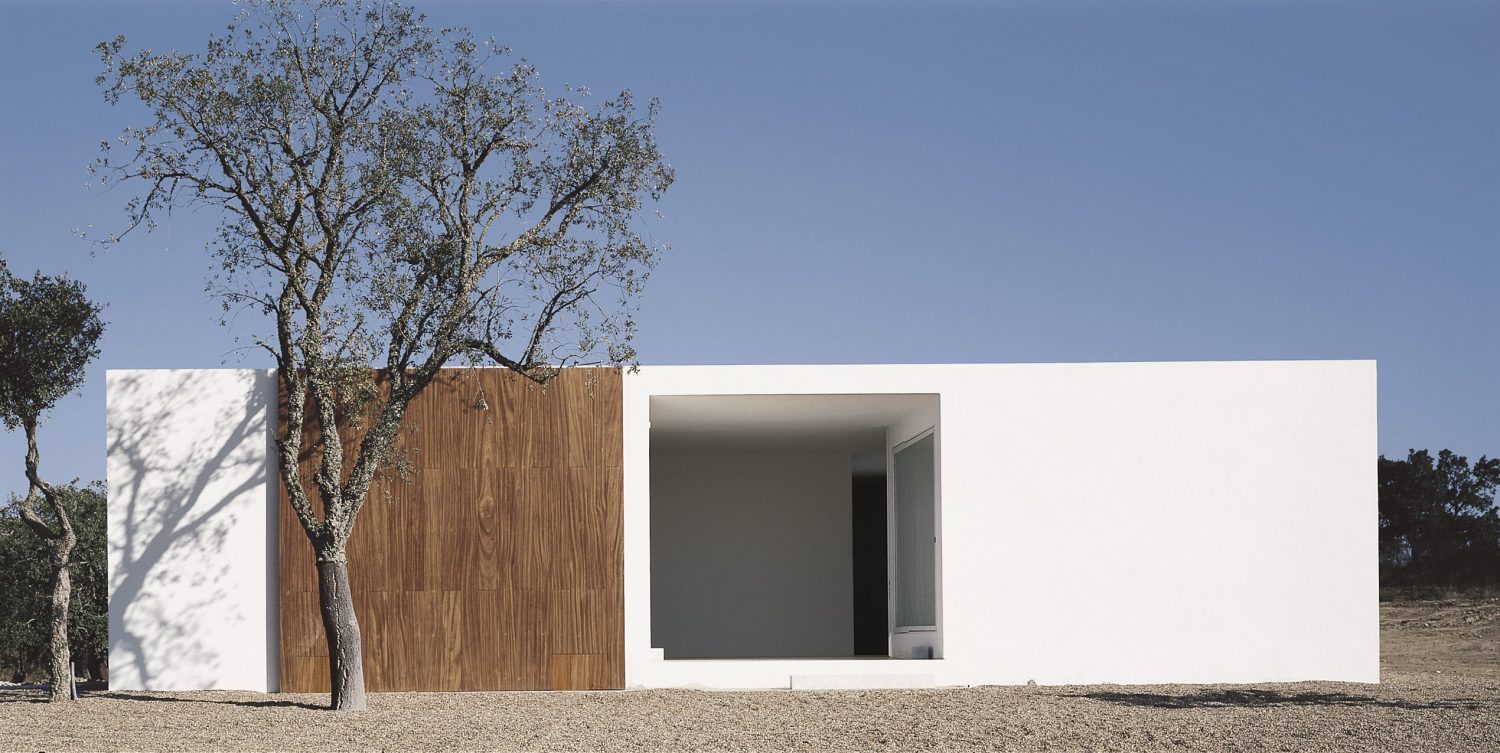 House in Litoral Alentejano by Aires Mateus