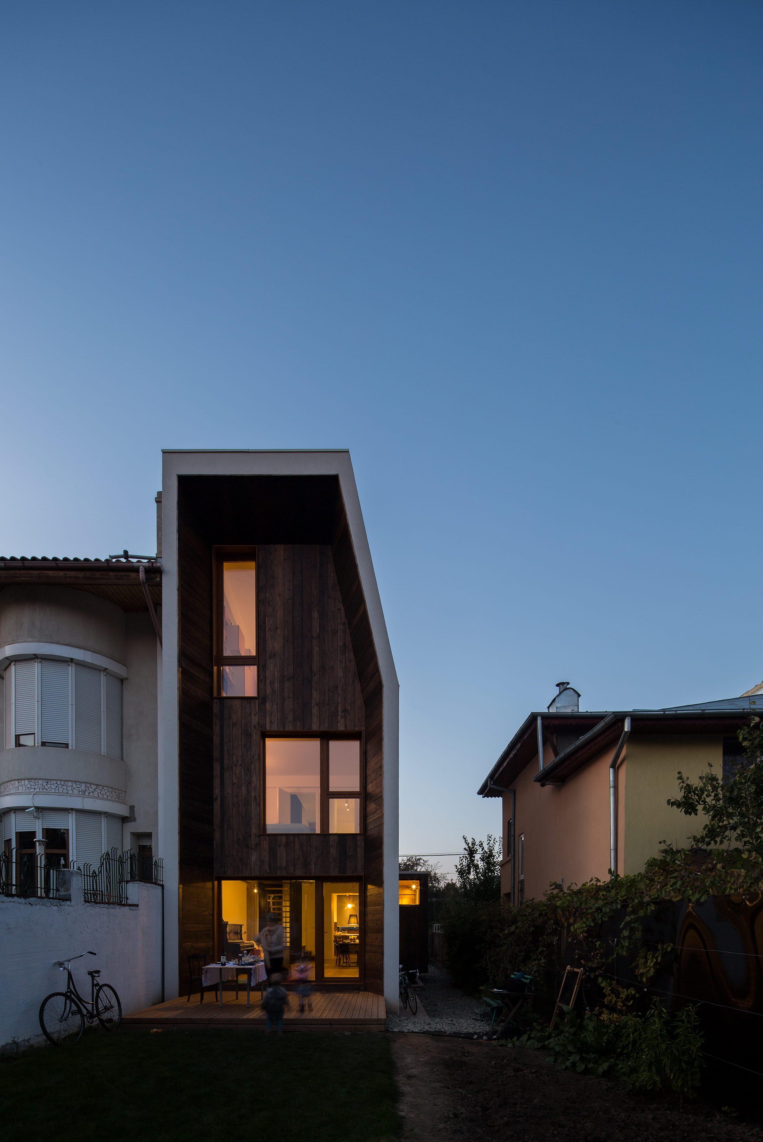 LAMA House   Narrow House by LAMA Arhitectura