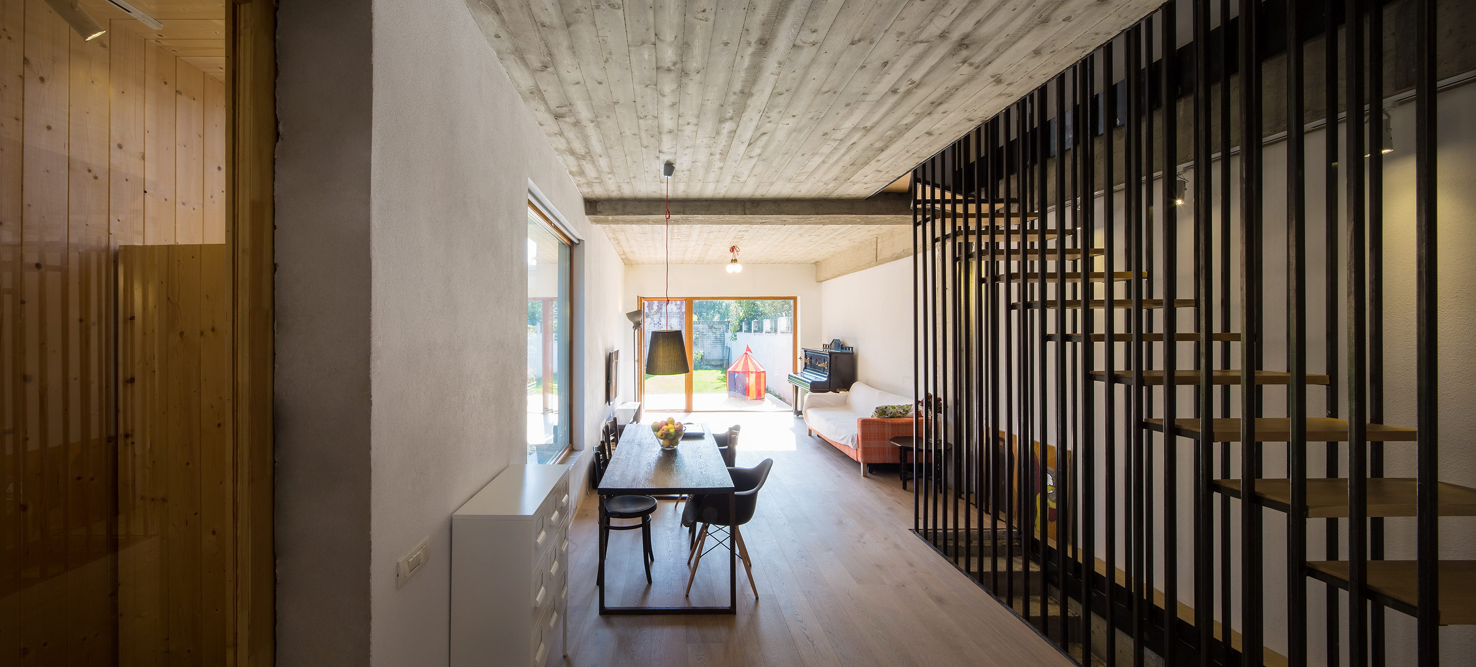 LAMA House | Narrow House by LAMA Arhitectura