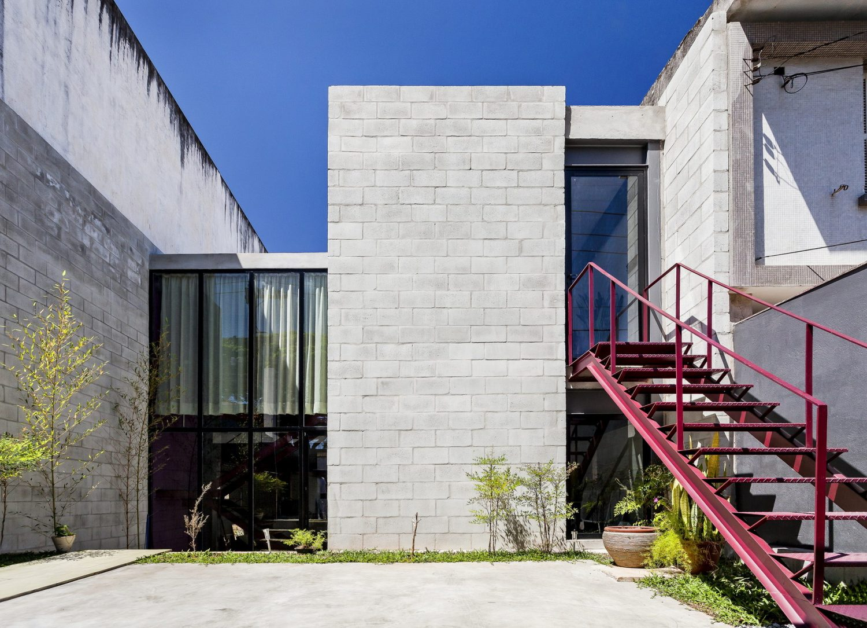 Laura House by ARKITITO Arquitetura