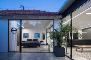 A5 House by Raz Melamed Architects