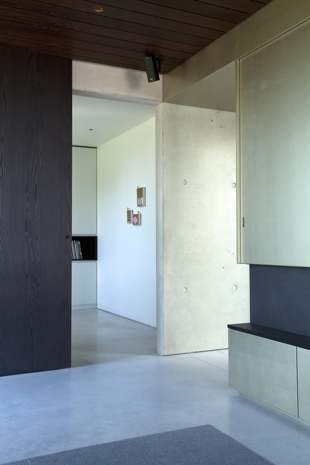 Concrete House Organized Around a Central Courtyard