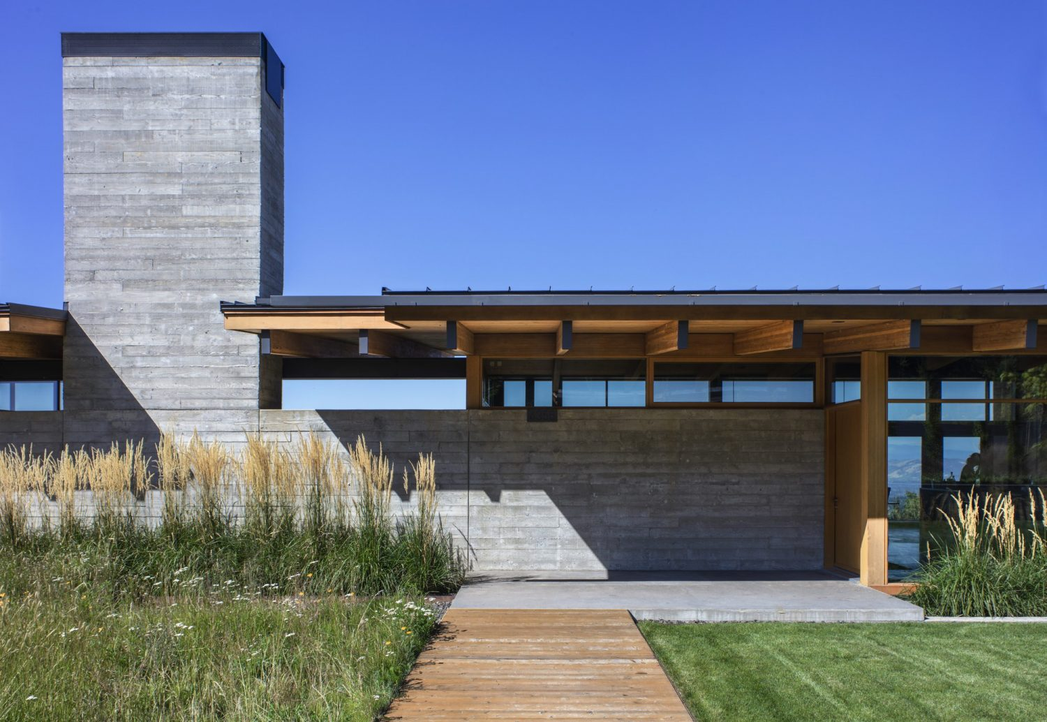 Hood River Residence by Scott   Edwards Architecture