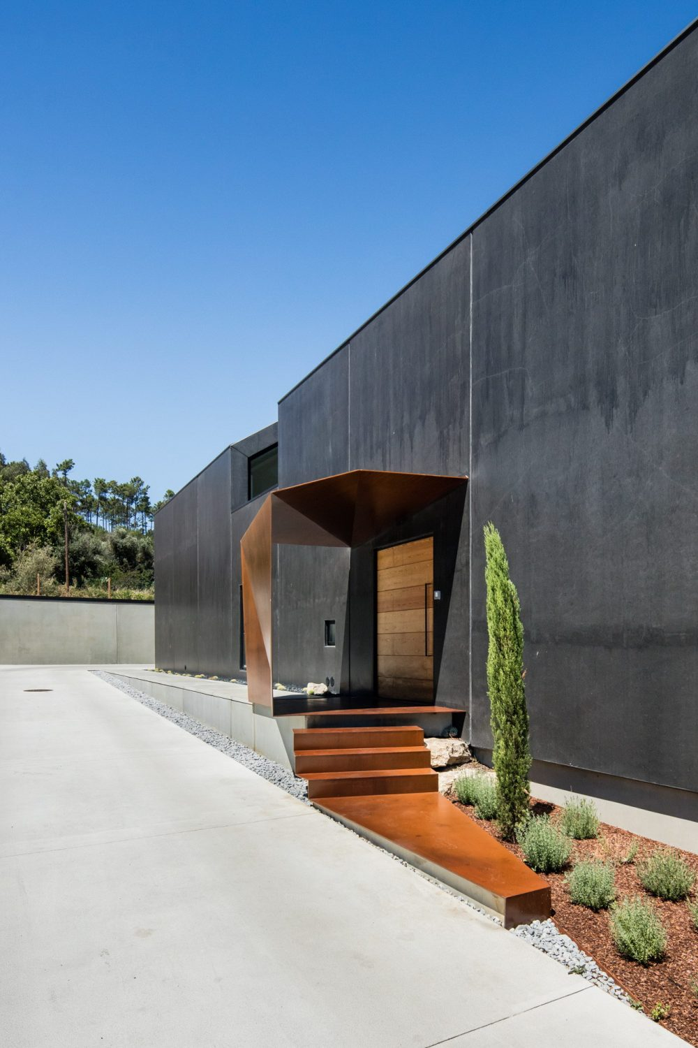 House in Ourém by Filipe Saraiva