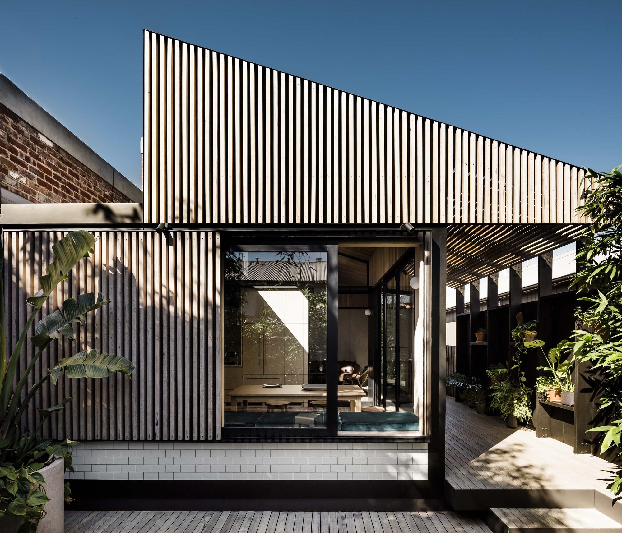 Light Corridor House by FIGR Architecture & Design