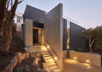Beach House by DX Architects