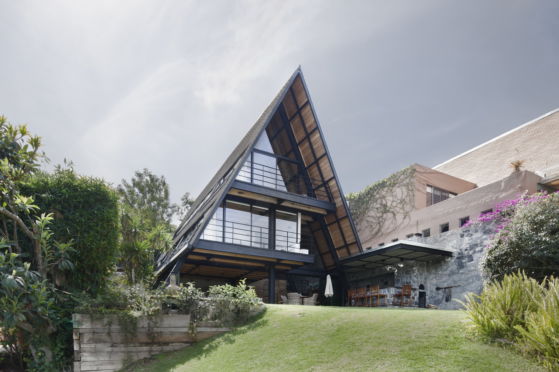 Casa A   A Spacious A-Frame House by Método
