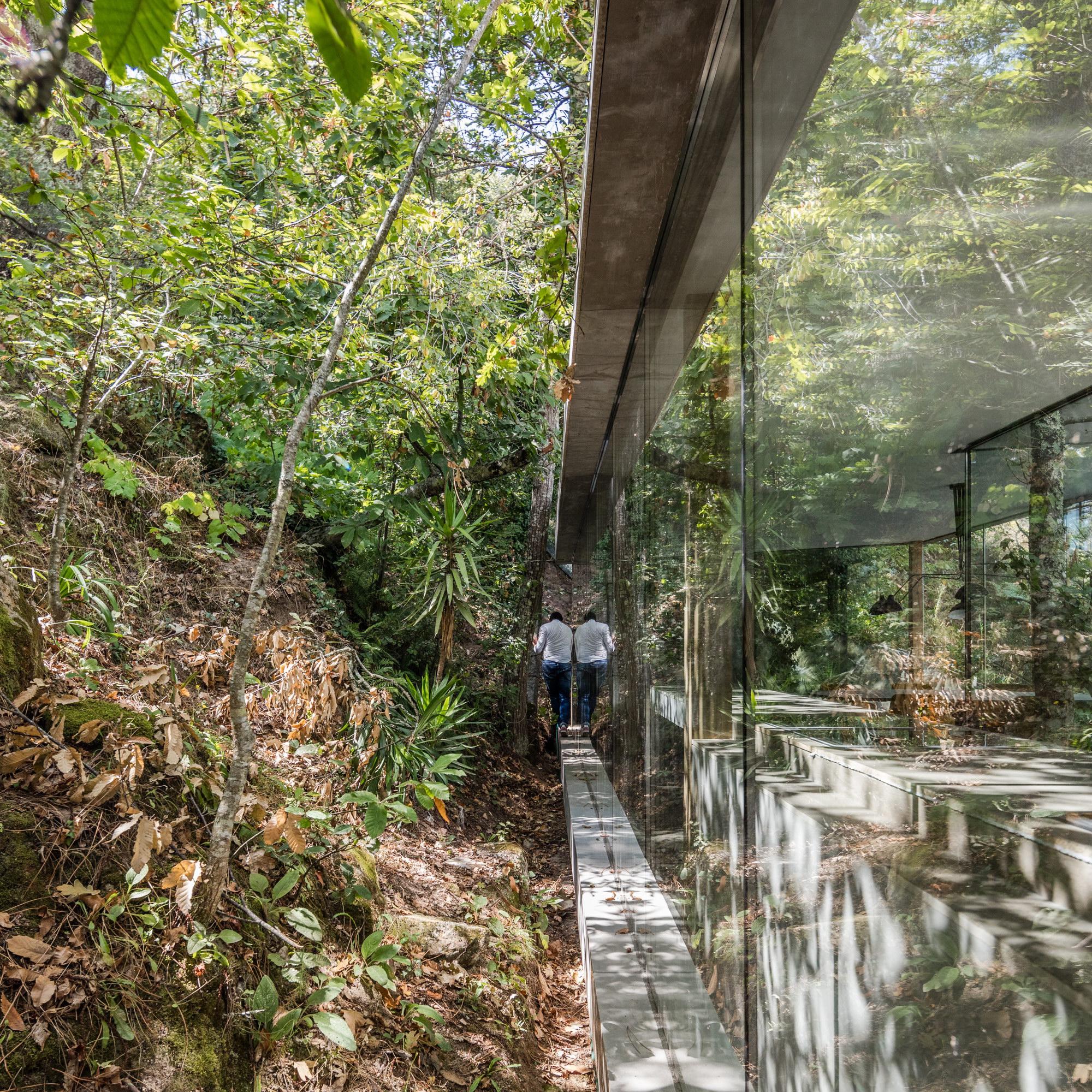 CloakedHouse by 3r Ernesto Pereira