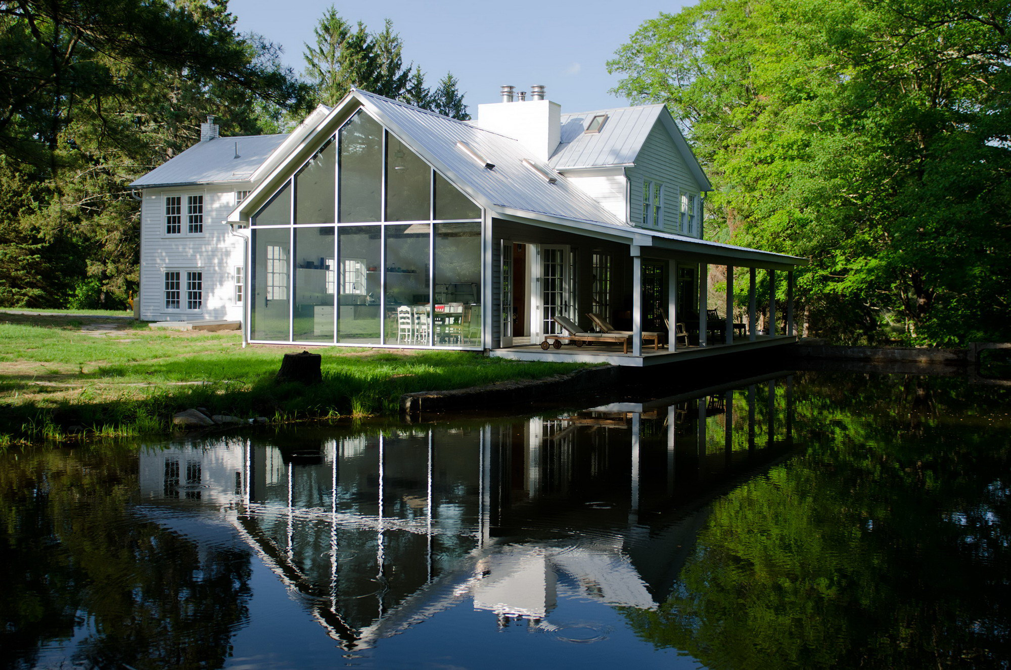 Floating Farmhouse by Givonehome