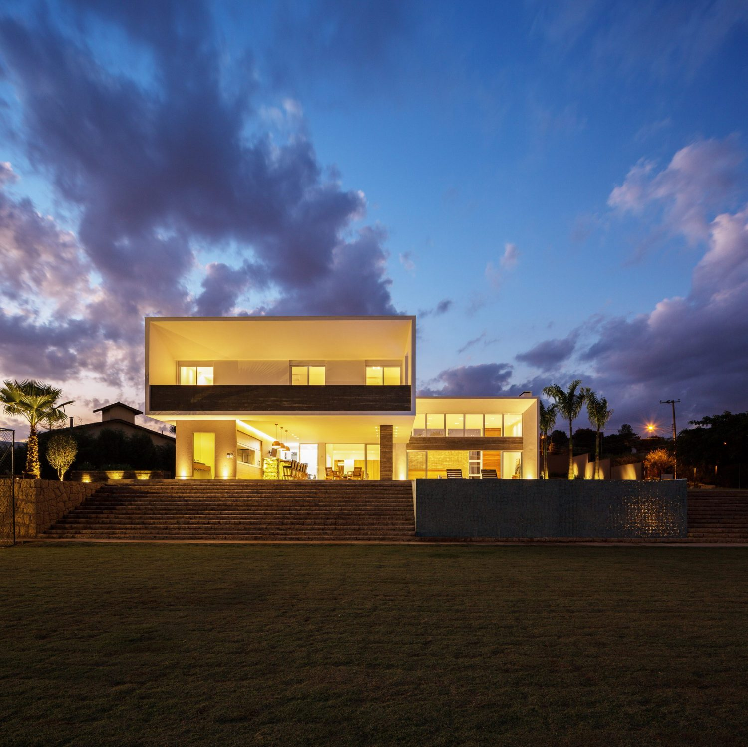 House in the Valley by IDSP Arquitetos