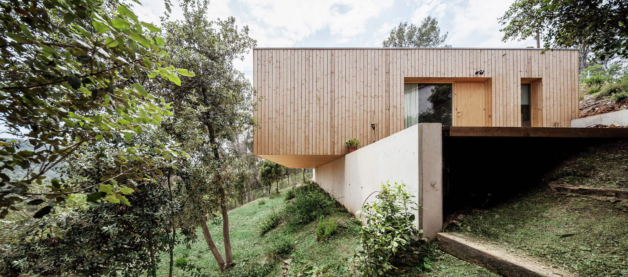 House LLP by Alventosa Morell Arquitectes