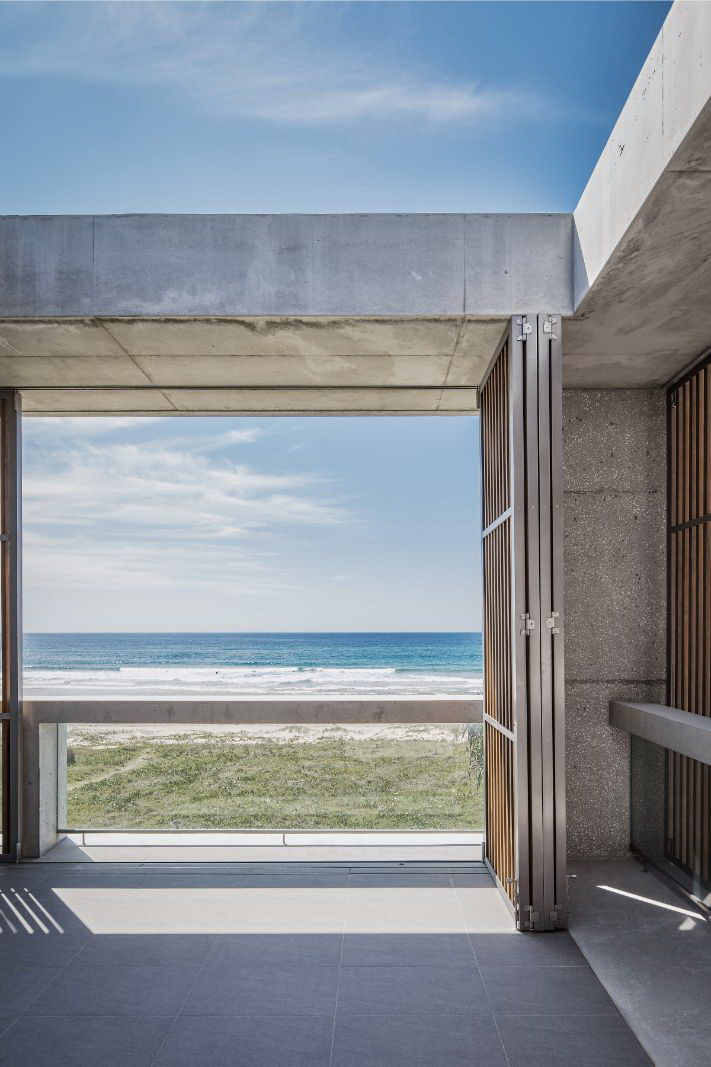 Mermaid Beach Residence by B.E Architecture