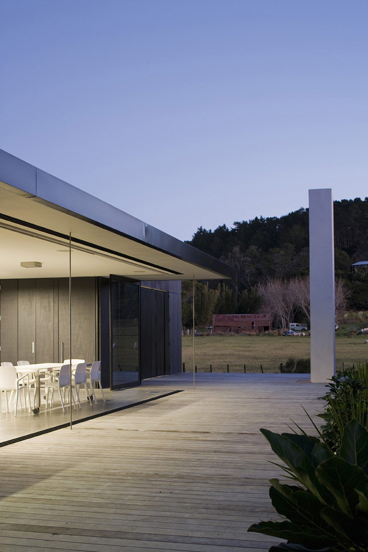 Sandhills Road House by Fearon Hay Architects