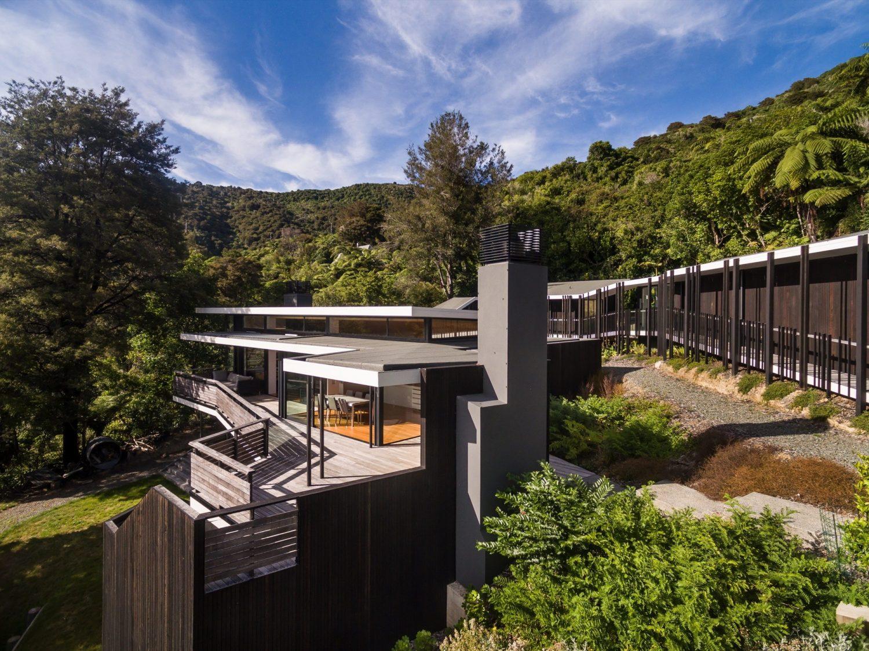 Moetapu Beach House by Parsonson Architects