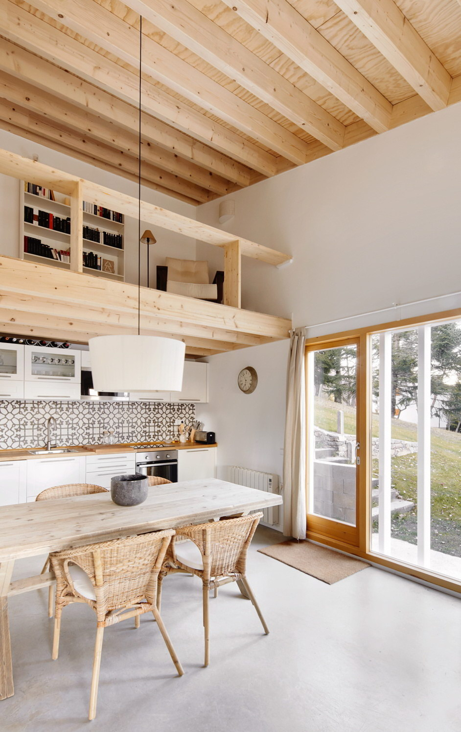 Prefab Cottage in the Pyrenees by Mogas Arquitectes