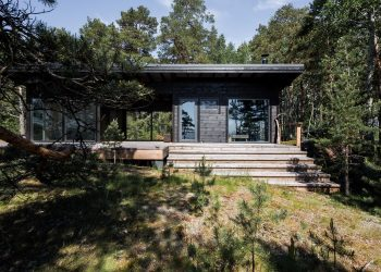 Summer House on the Baltic Sea Island by Pluspuu Oy