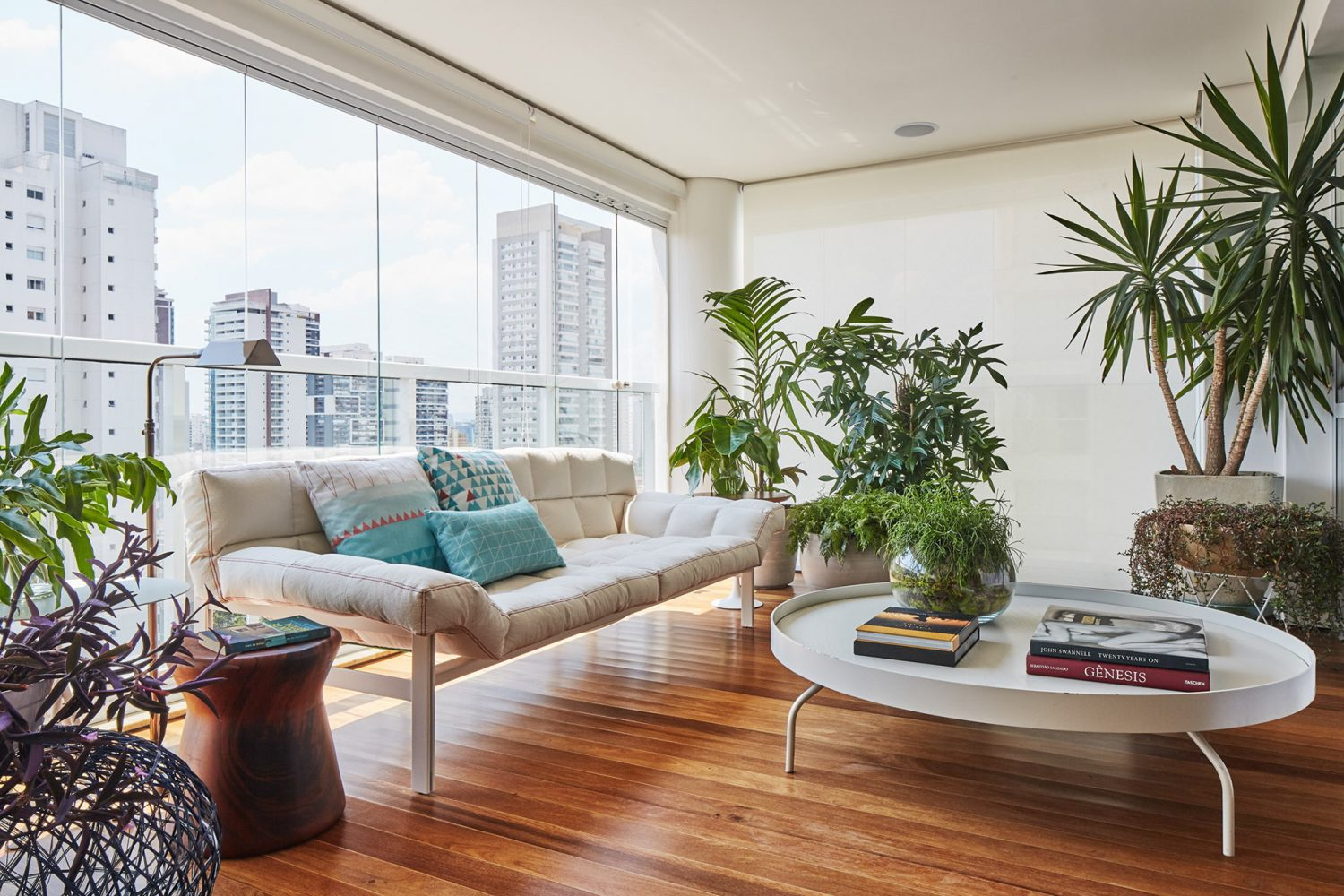 AML Apartment by David Ito Arquitetura
