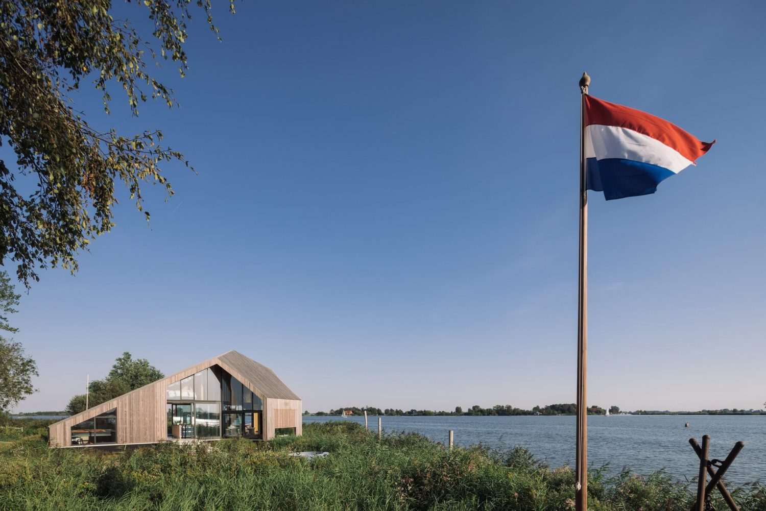 Caseta House by Lichtstad Architecten