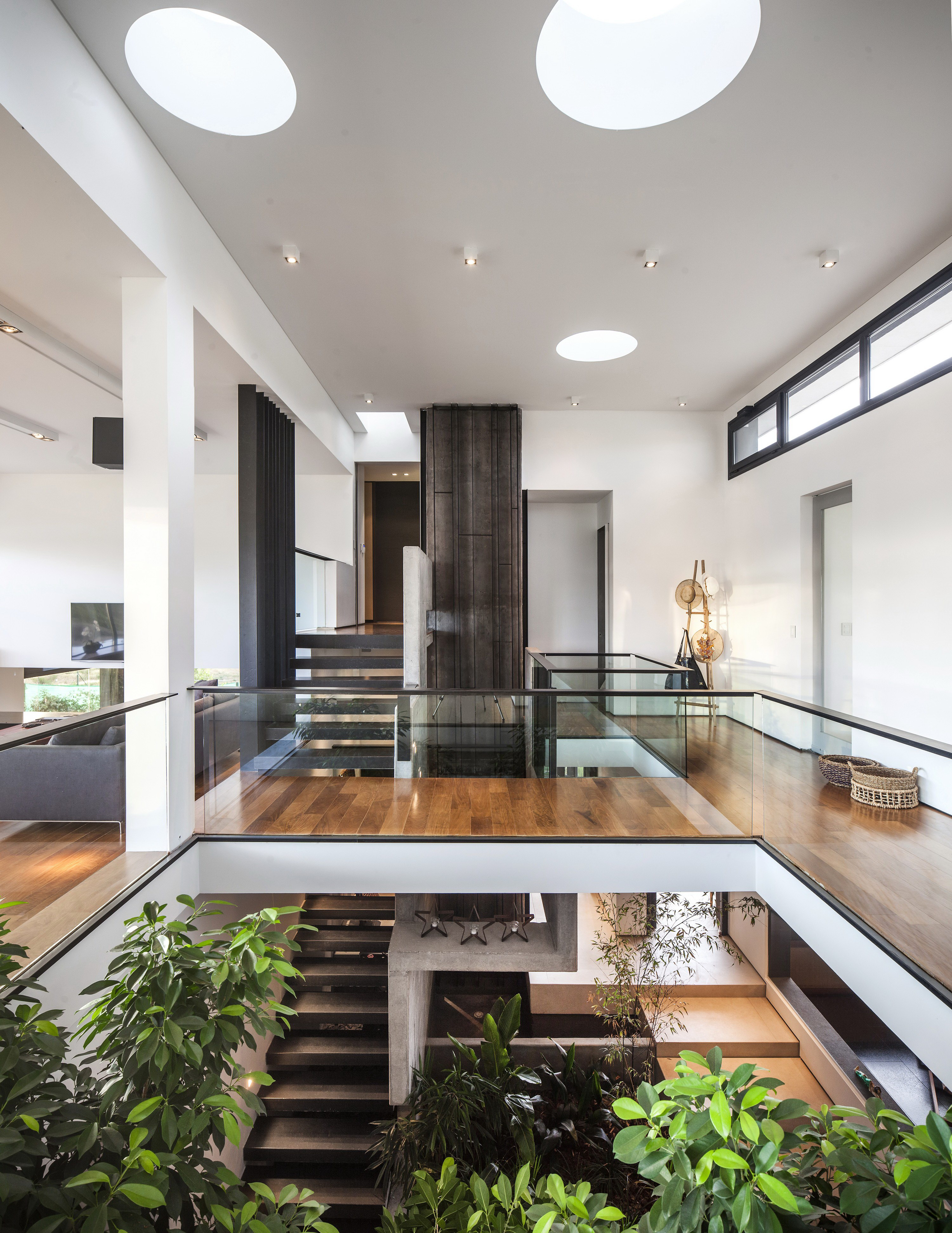 Ramp House by Andrés Remy Arquitectos