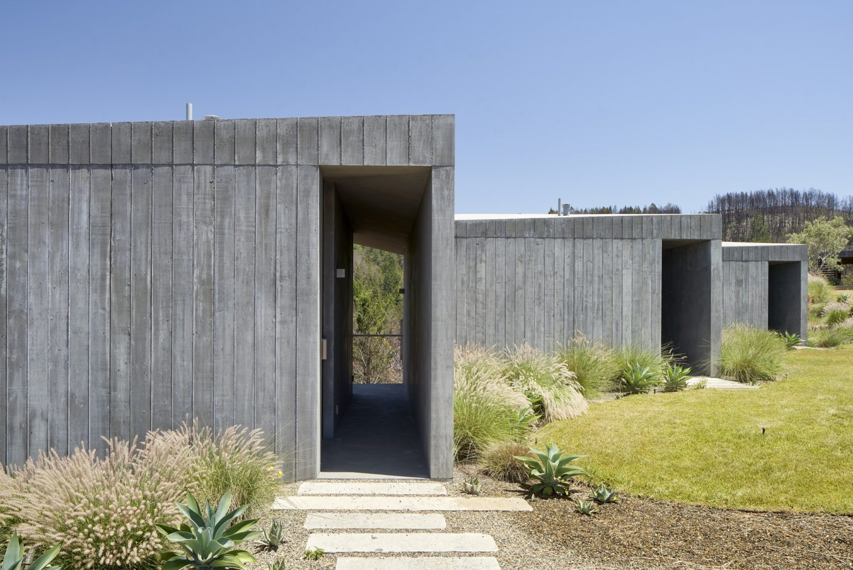 Ridge House by Mork-Ulnes Architects