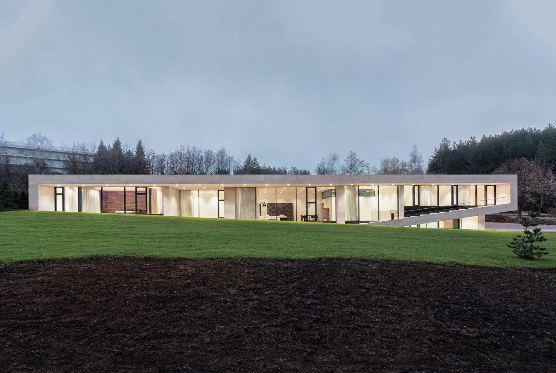Slight Slope Long House by I/O Architects
