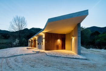 Apple Farm House by 2m2 architects