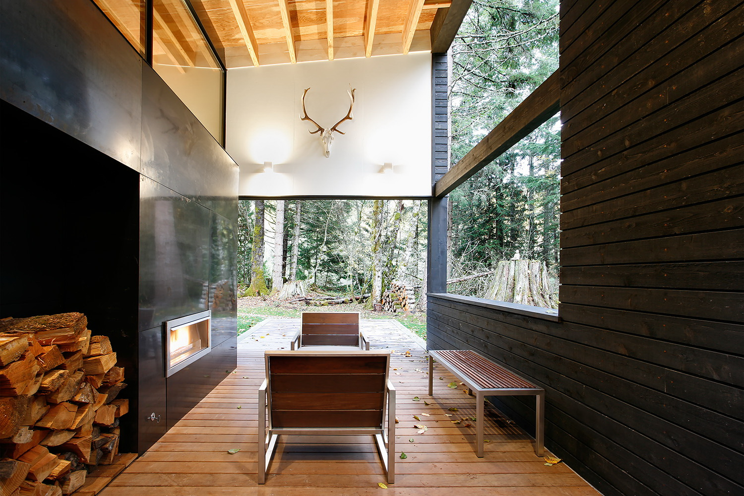 Courtyard House on a River by Robert Hutchison Architecture