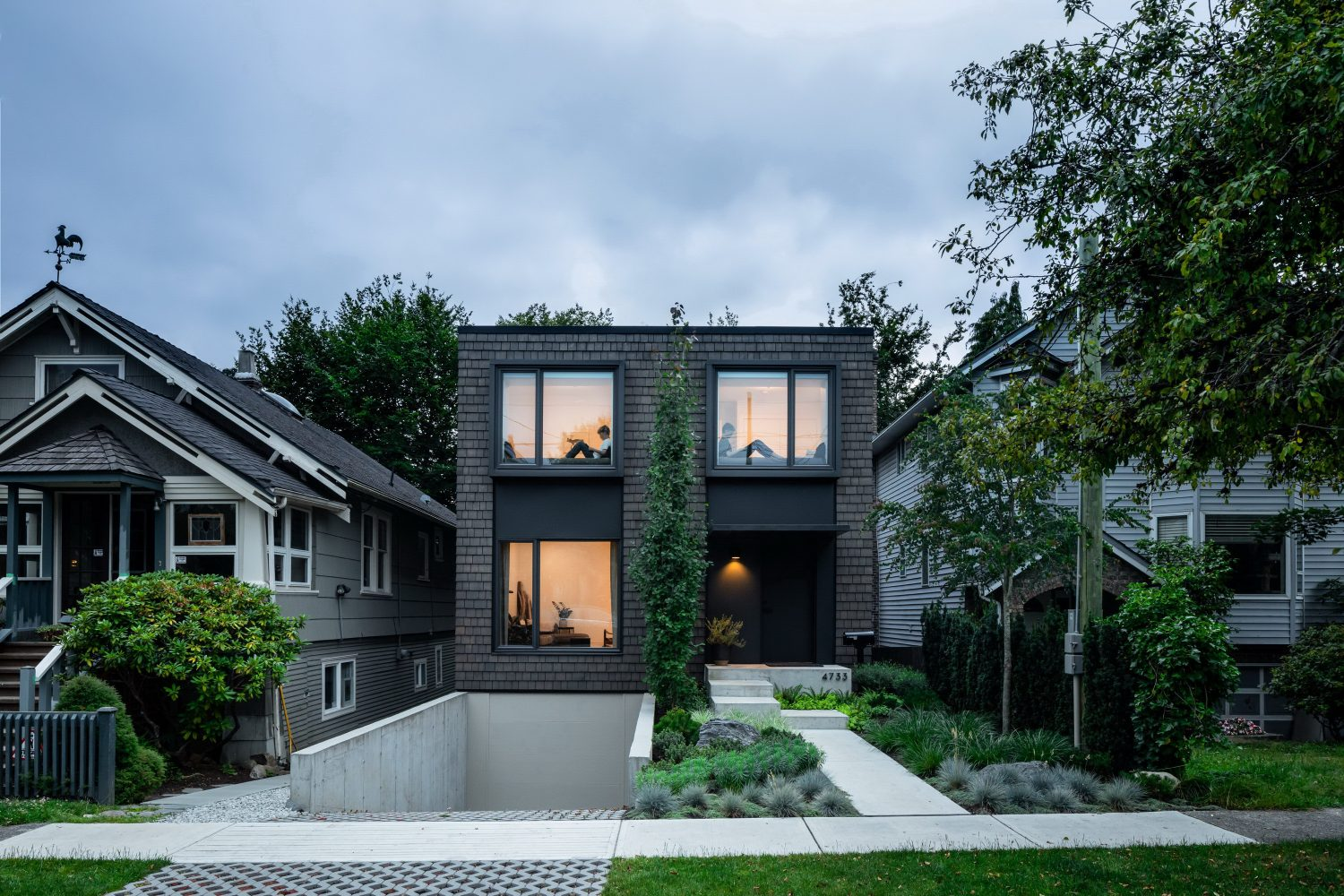House With Two Bay Windows by D'Arcy Jones Architecture
