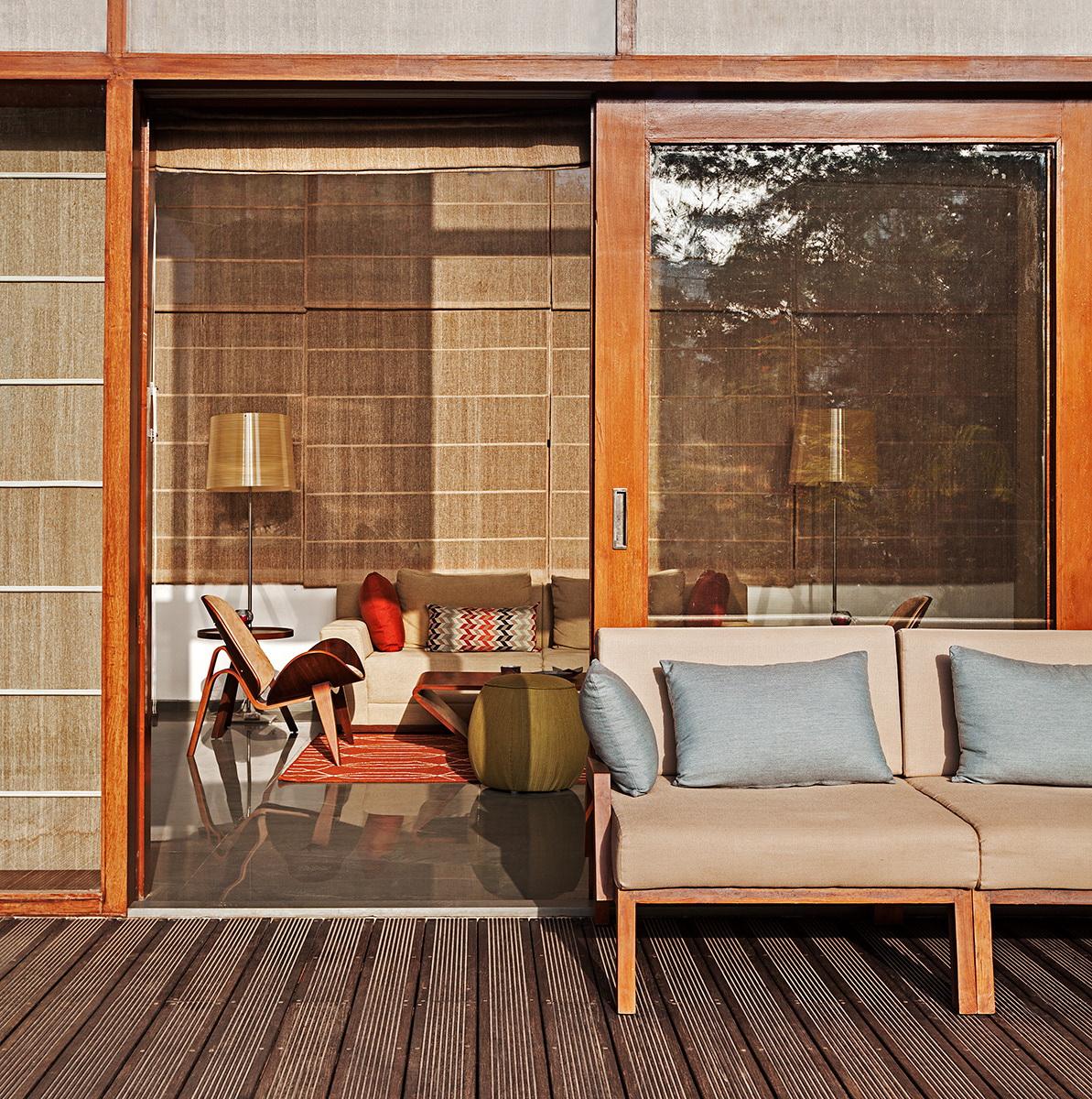 L- Plan House by Khosla Associates