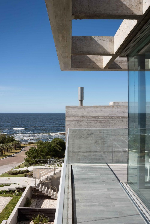 La Iluminada House by Martin Gomez Arquitectos