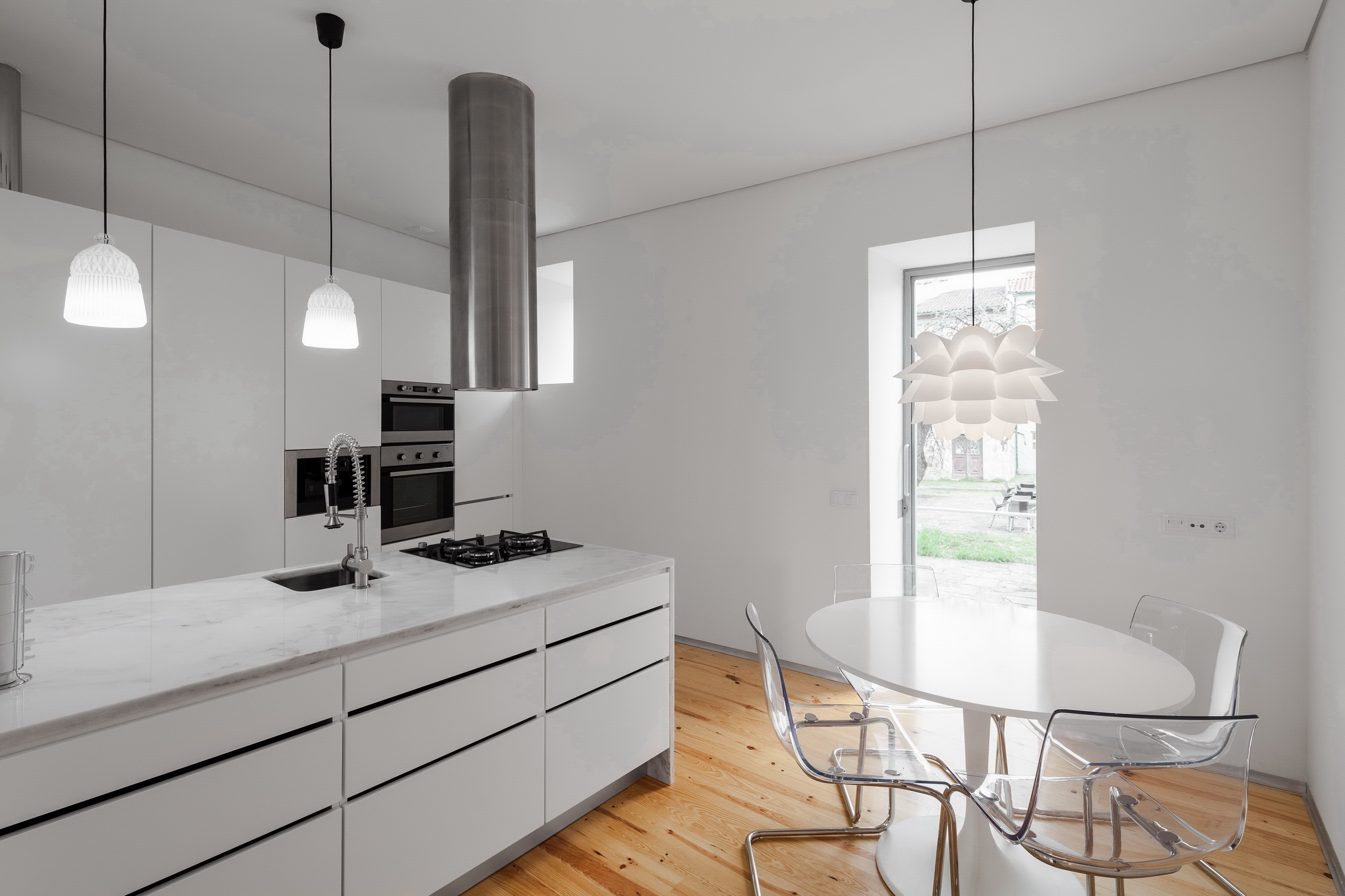 Three Cusps Chalet by Tiago do Vale Arquitectos