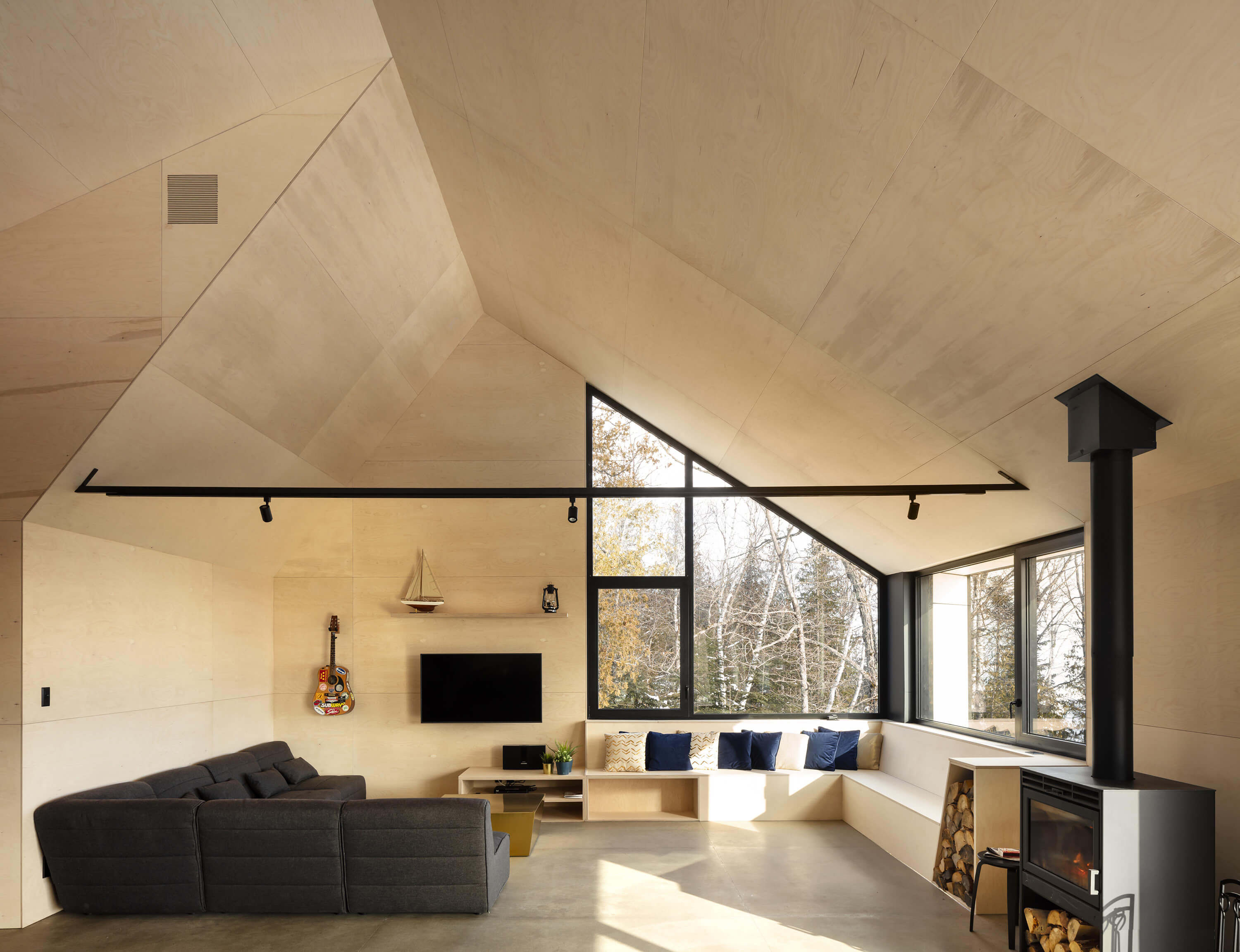 Cabin A by Bourgeois / Lechasseur architectes