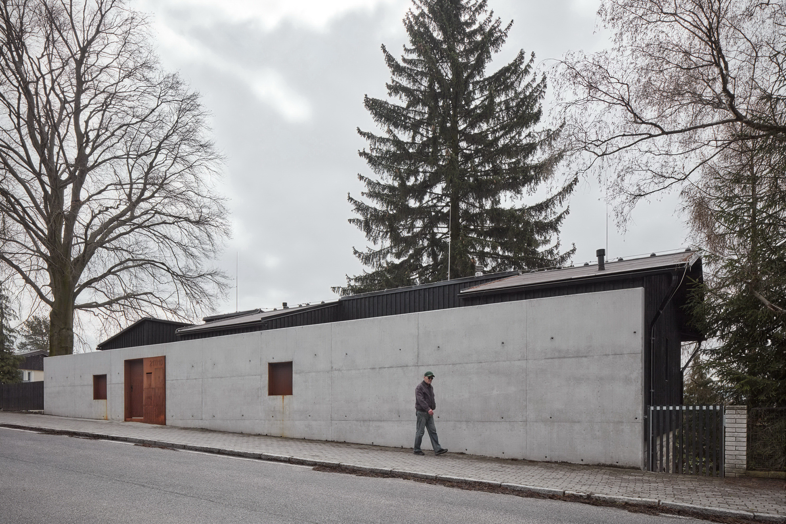 House Behind the Wall by Mjölk architects