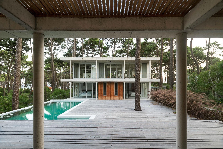 Kozu House by Martin Gomez Arquitectos
