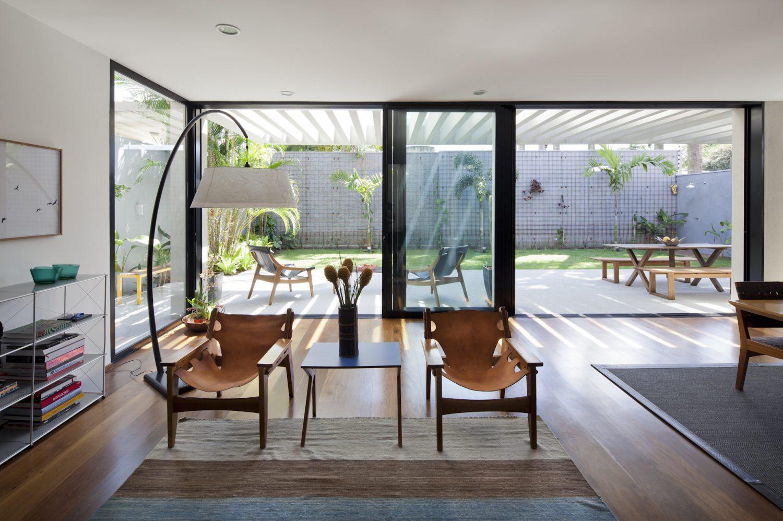 Sunset House by Casa14 Arquitetura
